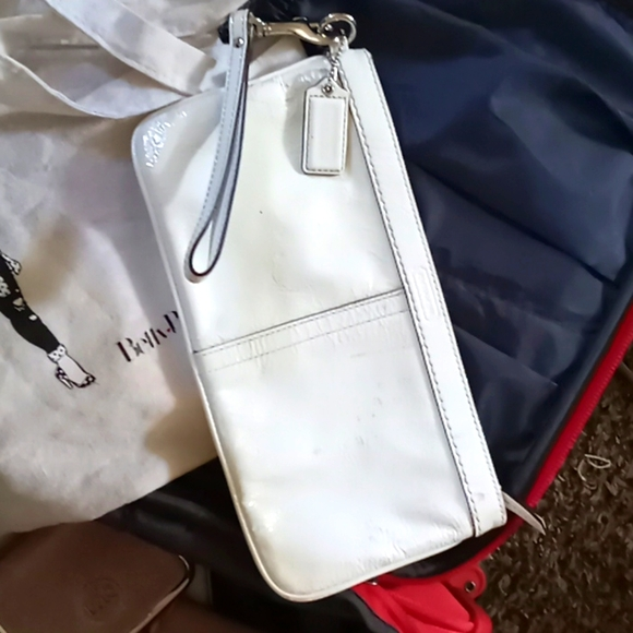 White patient coach clutch purse